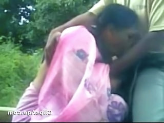 Local matured Indian randi in saree from Odisha sucking dick of customer in park