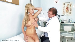 Anezka Old Pussy Gyno Speculum E...