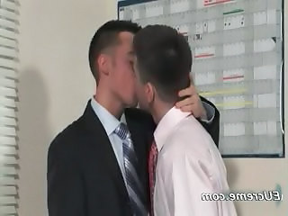 Young Cute Gay Dudes Have Fun Sucking Part4