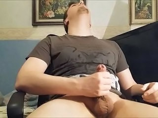 Amateur guy shoots thick load