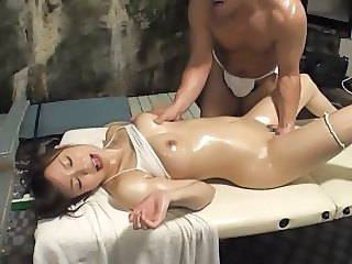 Hot Spa Oil Massage for Married Woman 3.2 (Censored JAV)