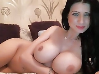 Sexy Brunette Rubs Clit On Cam