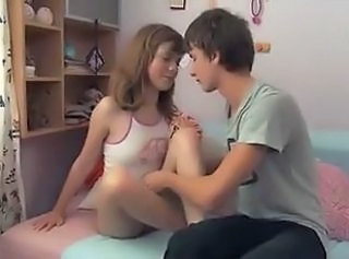 Young teenage couple fucks !!!