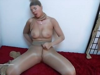 brunette   fetish   masturbation   mature   old woman