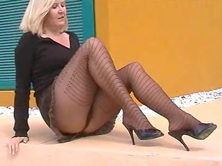 Pantyhose Mature Legs Flashing Mature Pantyhose