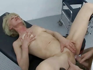 granny likes fucking sucking and swallowing !!