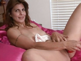 milf closeup cunt masturbation