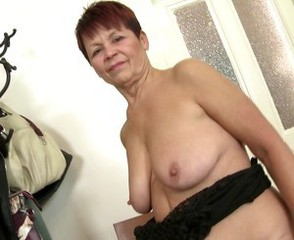 Sweet granny with old thirsty pussy