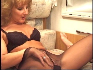 mother into pantyhose