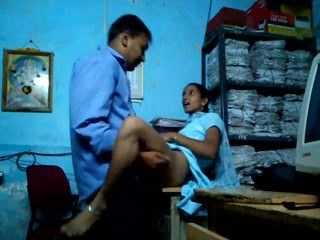 Indian Amateur Clothed Aunt Aunty College