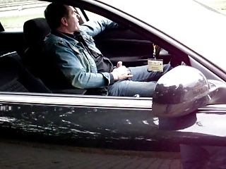 Parkplatz,public bog flashing Daddy  ...