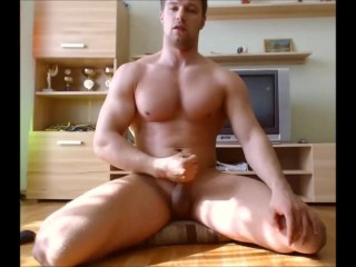 Muscled Shaved Webcam