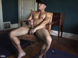 Masturbating Muscled