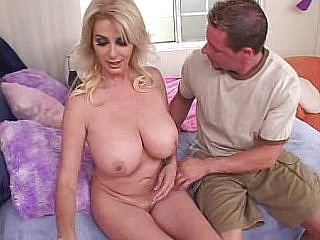 Video dari milfs-hunter.com