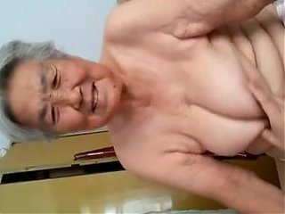 Video dari grannyblowjobs.org