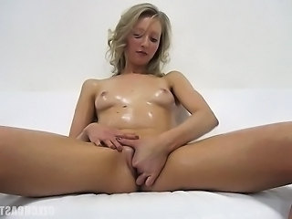 Sexy self Rubing Czech Blond Gril