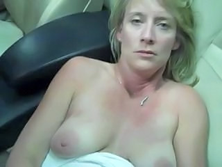 Blonde Jaguar Masturbates In Car With Phone Charger