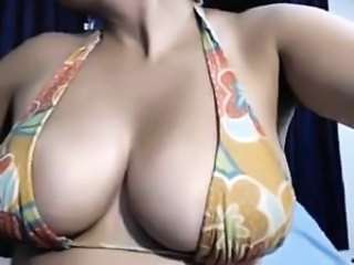 A receptionist woman who has busty boobs and nice structure