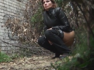 Pissing MILF Outdoor