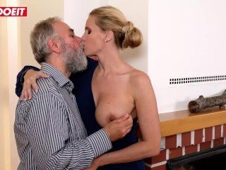 Daddy Kissing Amazing