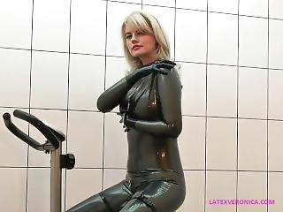 Latex Amazing MILF