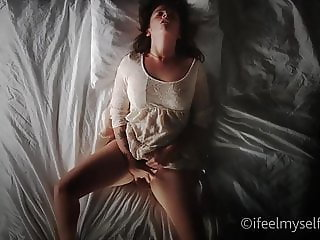 Amazing Masturbating MILF