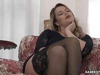 Amazing Blonde Masturbating