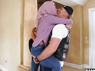Amazing Arab Kissing