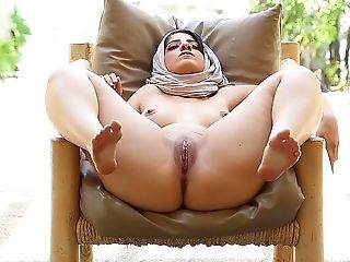 Arab Masturbating MILF