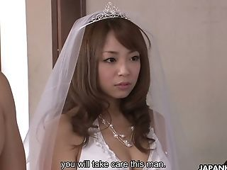 Insane Bride Mirei Oomori Gives Her Fiance A Brilliant Bj On The Wedding